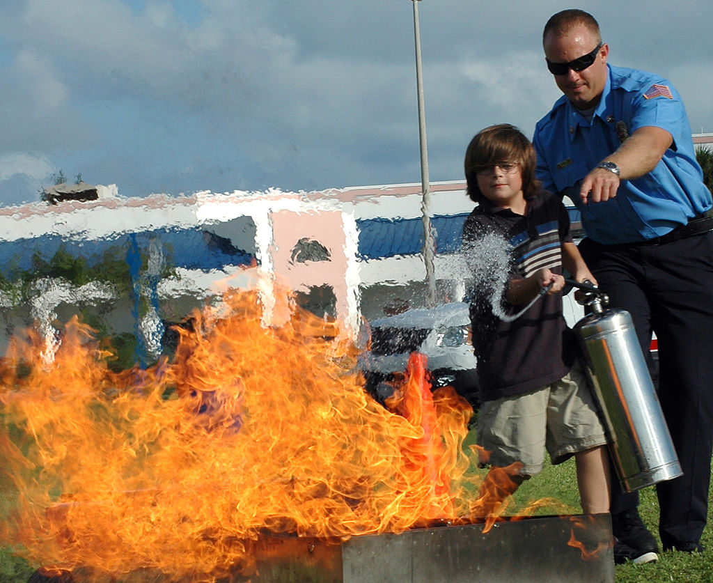 Niles Key West >> How to use a fire extinguisher - Greger Wikstrand